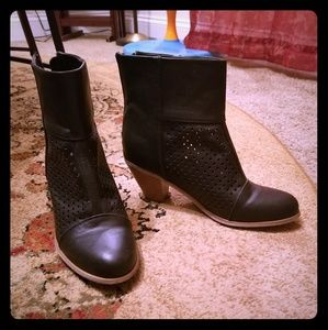 Madden girl boots size 8.5
